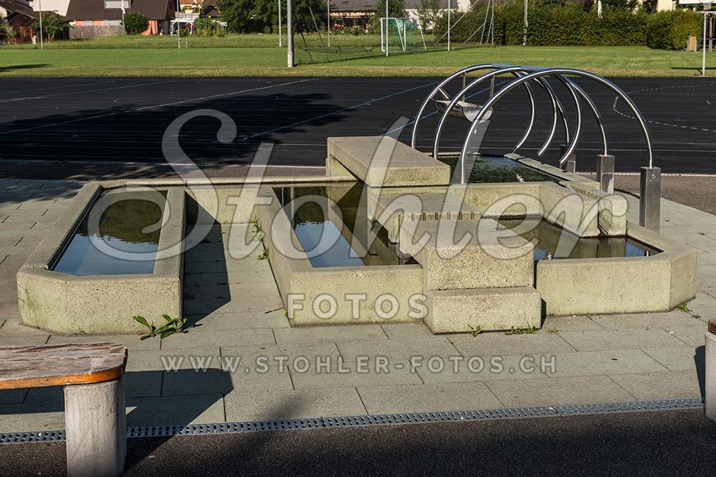 Schulhausbrunnen, Ziefen (BL)   Brunnen beim Schulhaus Eien, Ziefen im Kanton Baselland.