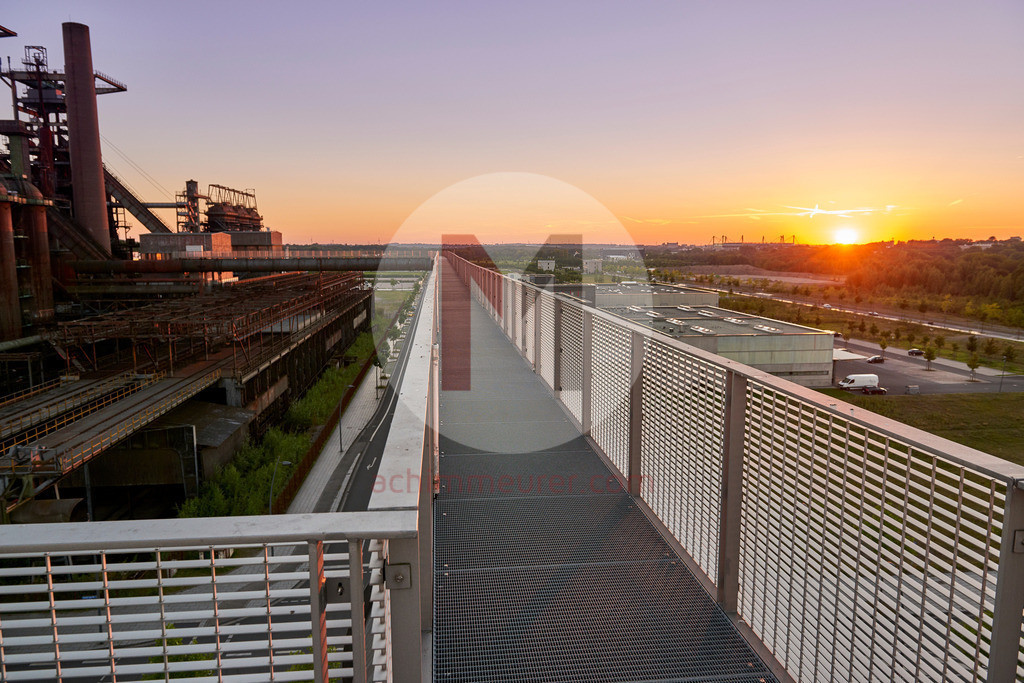 Der Skywalk durch den alten Hochofen Phoenix in Dortmund Ruhrgebiet