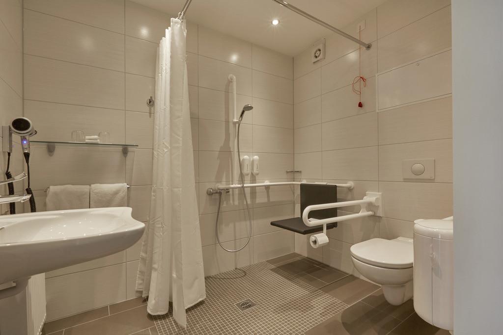 bad-behindertengerecht-01-hplus-hotel-goslar