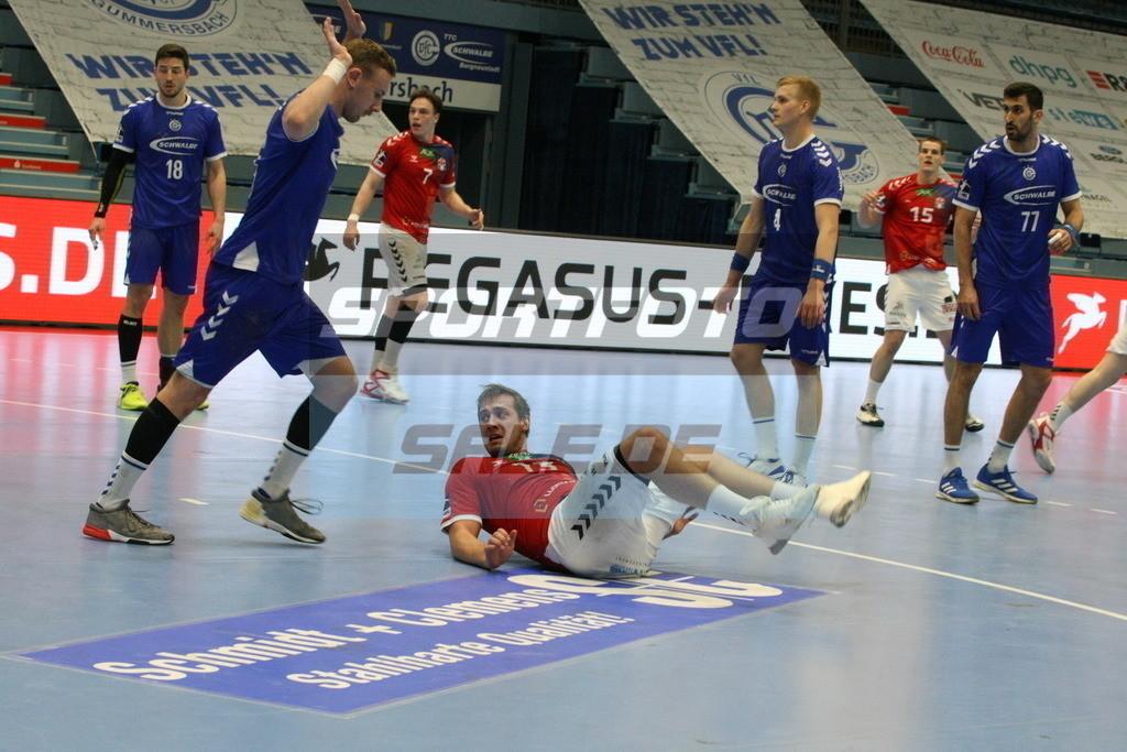 VFL Gummersbach - HSV Hamburg | Hamburgs Niklas Weller am Boden - © by Sportfoto-Sale.de