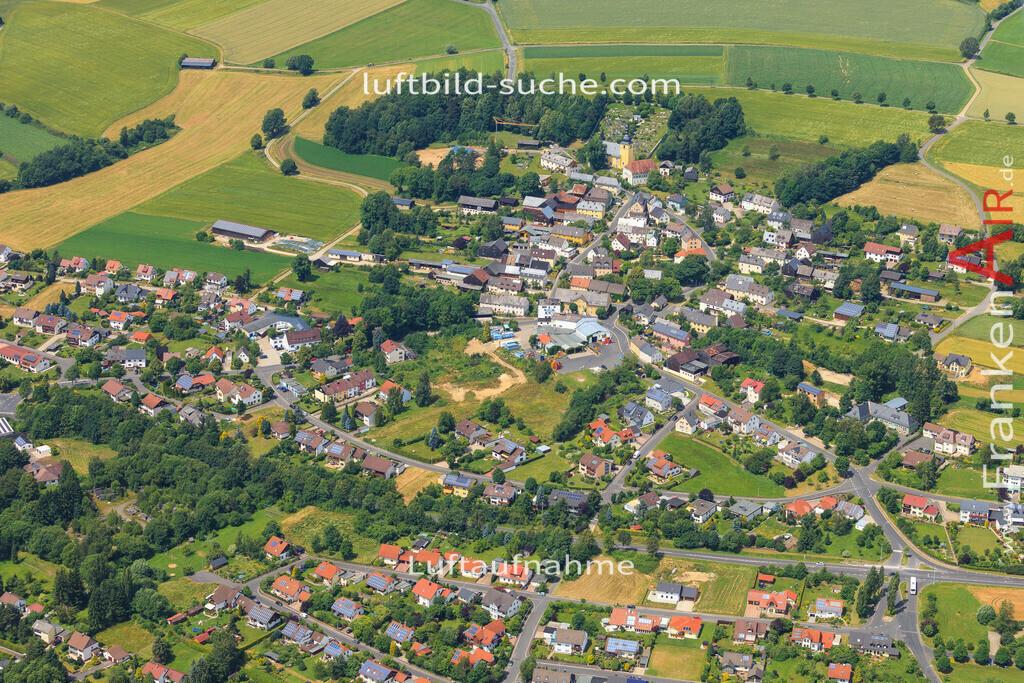 schoenbrunn-wunsiedel-2016-245   Luftbild von Schoenbrunn Wunsiedel - Luftaufnahme wurde 2016 von https://frankenair.de mittels Flugzeug (keine Drohne) erstellt - die Geschenkidee