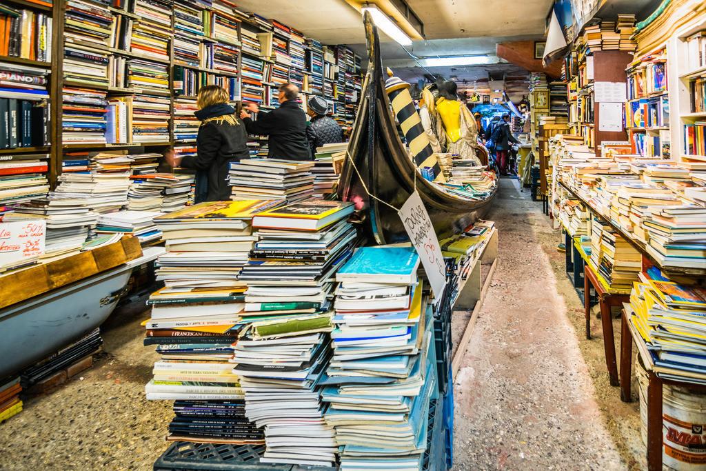 Libreria Acqa Alta-2