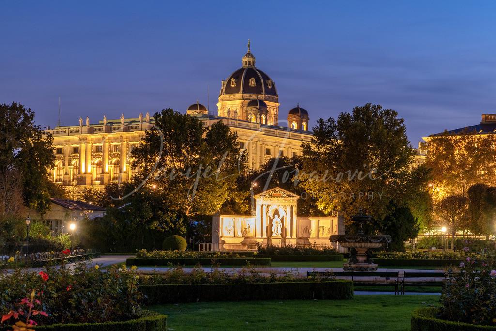 Wien | Unterwegs abends im Volksgarten