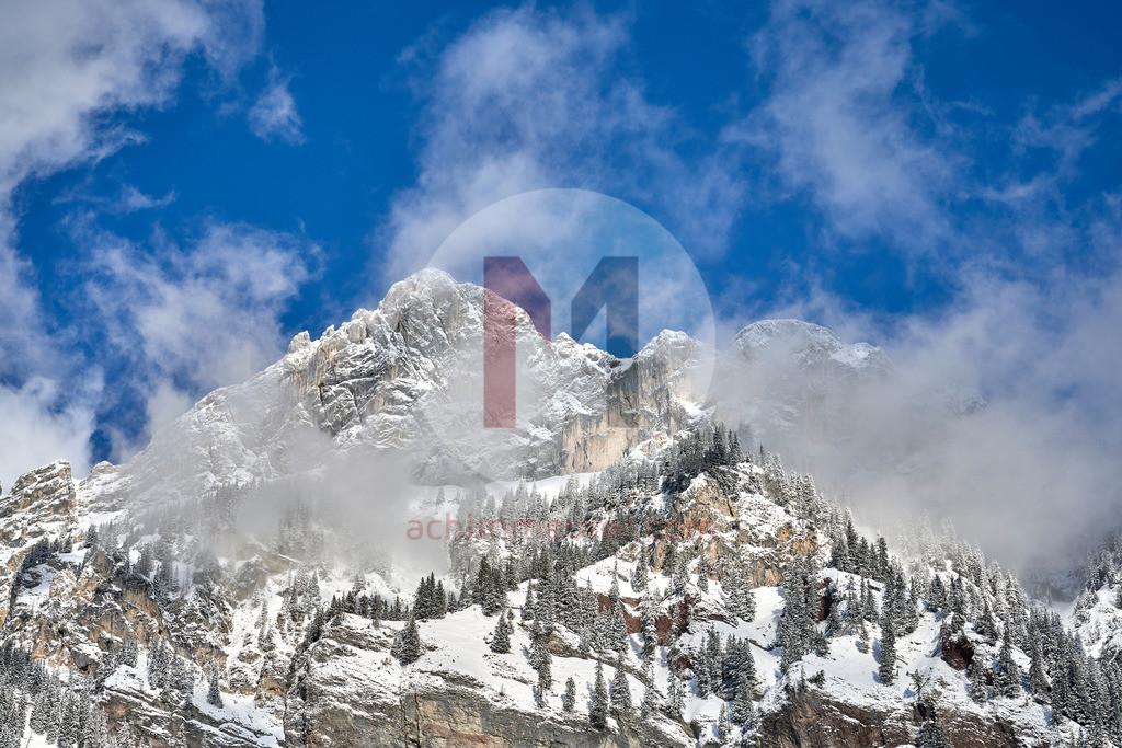 Blick auf Rote Flüh und Gimpel im Winter, Tannheimer Tal, Tirol, Österreich