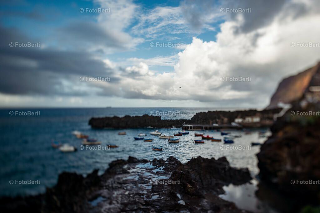 Camara de Lobos | Müde Fischerboote auf Madeira