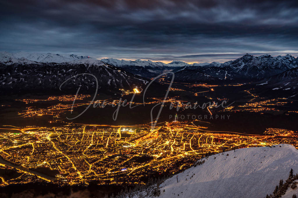Abendstimmung über Innsbruck | Blick von der Nordkette auf das abendliche Innsbruck