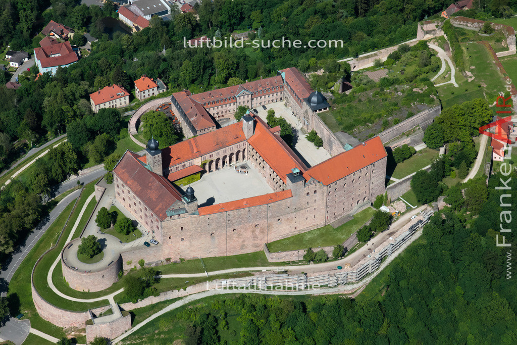 plassenburg-kulmbach-2009-11 | Luftbild von Plassenburg Kulmbach - Luftaufnahme wurde 2009 von https://frankenair.de mittels Flugzeug (keine Drohne) erstellt - die Geschenkidee