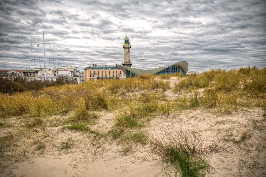 Warnemünde vor dem Sturm | Strand von Warnemünde mit Leuchtturm