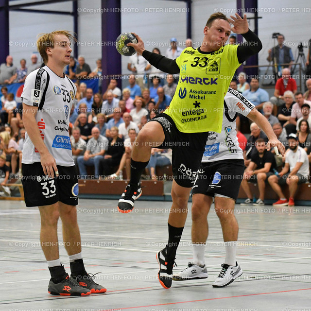 Handball Gross Bieberau Modau - Baunatal 20190824 copyright by HEN-FOTO   Handball 3. Liga Bieberau Modau - Baunatal 20190824 li 33 Fynn Reinhardt (B) Mi 33 Jonas Ahrensmeier (BM) copyright by HEN-FOTO Foto: Peter Henrich