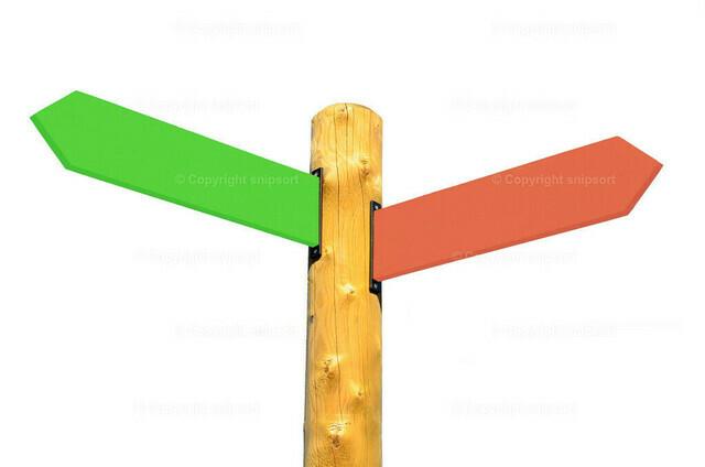 Richtungsschild nach links und rechts über weißem Hintergrund   Wegweiser in zwei verschiedene Richtungen.