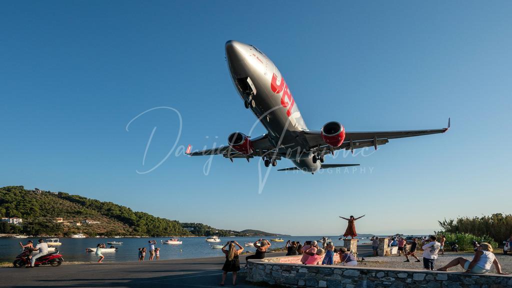 Jet 2 | Jet 2 Boeing 737-800 landet in Skiathos