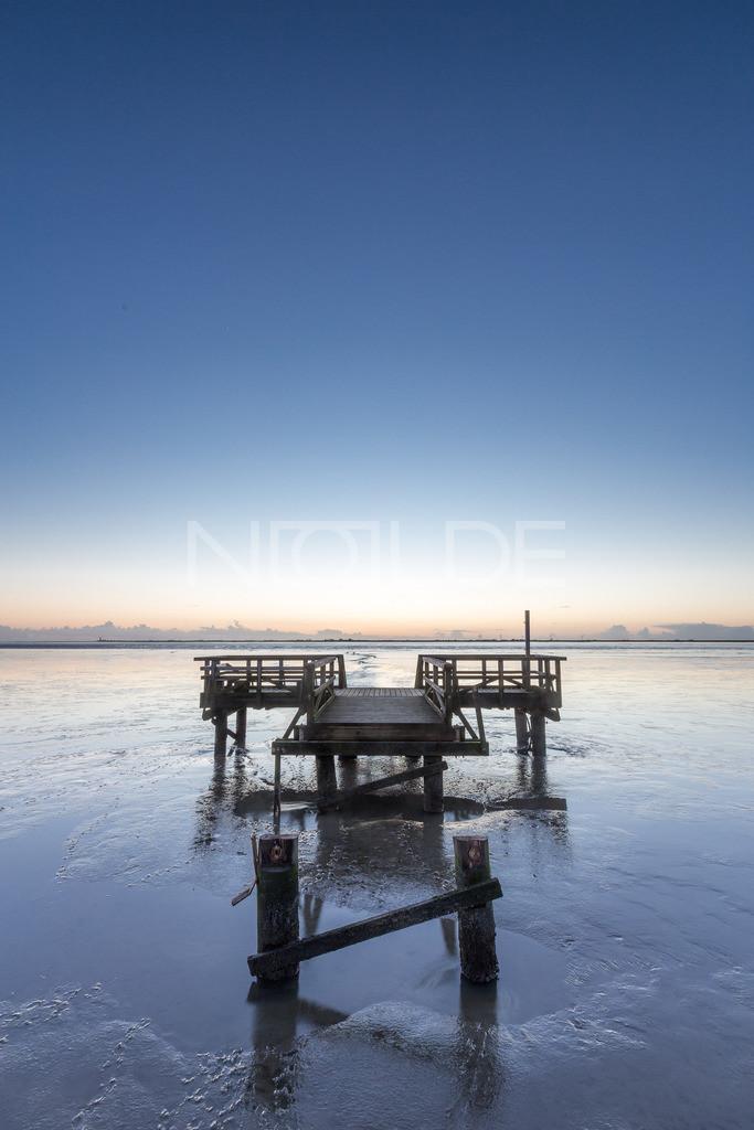 Steg im Watt   Steg bei Schobüll mit Blick übers Watt auf Nordstrand