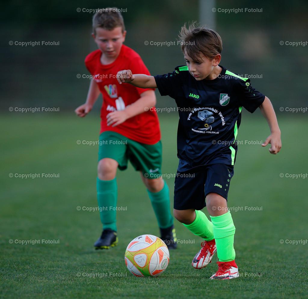 A_LUI27092021_33   SPORT,FUSSBALL, FC WELS_SC HOERSCHING U 9 27.09.2021 IM BILD: SCHWARZ (HOERSCHING) UND ROT (FC WELS )FOTO:FOTOLUI