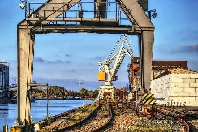 Hafenansichten | Der 1928 in Betrieb genommene Hafen ist Umschlagplatz für zahlreiche Güter und Produkte