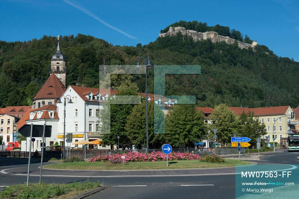 MW07563-FF | Deutschland | Sachsen | Sächsische Schweiz | Stadt Königstein mit Marienkirche und oberhalb die Festung Königstein, einer der größten Befestigungsanlagen Europas.   ** Feindaten bitte anfragen bei Mario Weigt Photography, info@asia-stories.com **