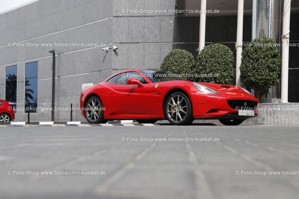 Ferrari California, Coupé-Roadster 2 Türen, 2008-12 | Ferrari California, Coupé-Roadster 2 Türen, rot, Bauzeit: 2008-2012, Hersteller: Ferrari, Italien, Aufnahme vor den Sheraton Jumeirah Beach Resort in Dubai