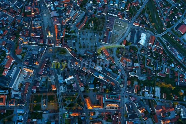 luftbild-traunstein-stadt-bruno-kapeller-9 | Luftaufnahme von Traunstein Stadt, im Herzen des Chiemgaus, Frühling 2019. Die letzten Sonnestrahlen erleuchten die höchsten Gebäude.