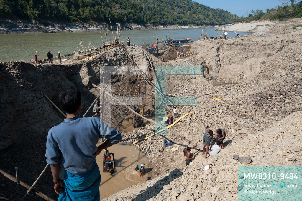 MW0310-9484 | Myanmar | Kachin State | Reportage: Schiffsreise von Bhamo nach Mandalay auf dem Ayeyarwady | Goldsuchercamp am Ayeyarwady  ** Feindaten bitte anfragen bei Mario Weigt Photography, info@asia-stories.com **