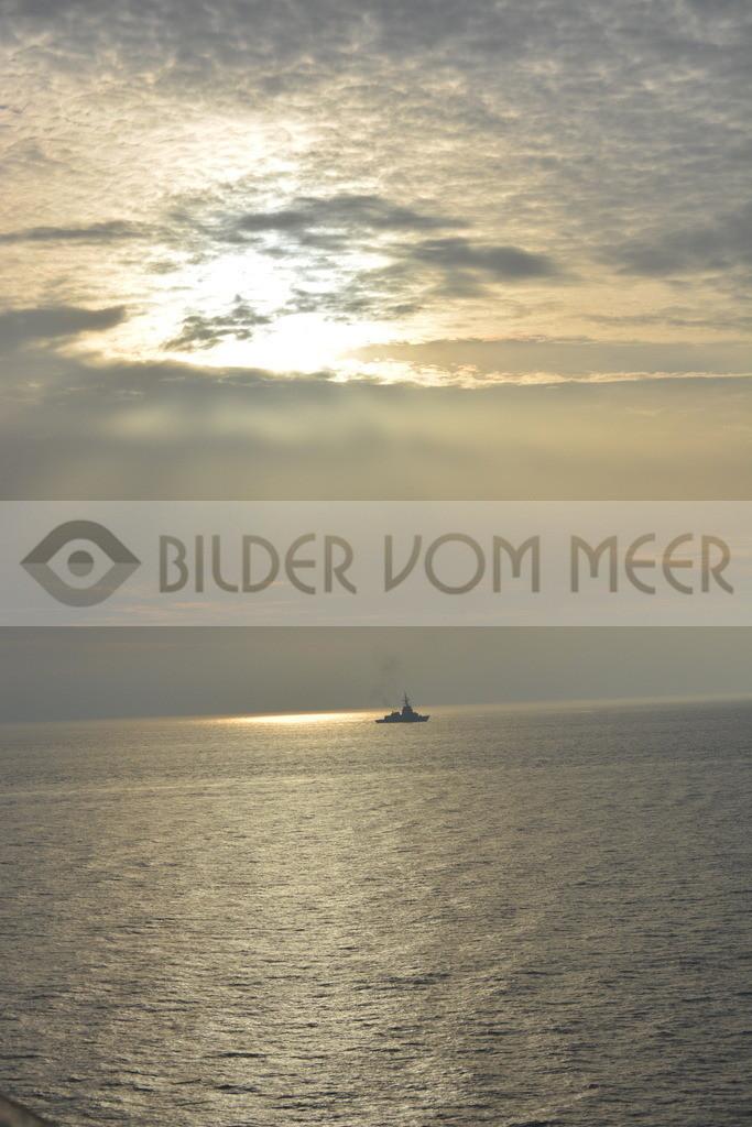 Bilder vom Meer | Kriegsschiff unterwegs