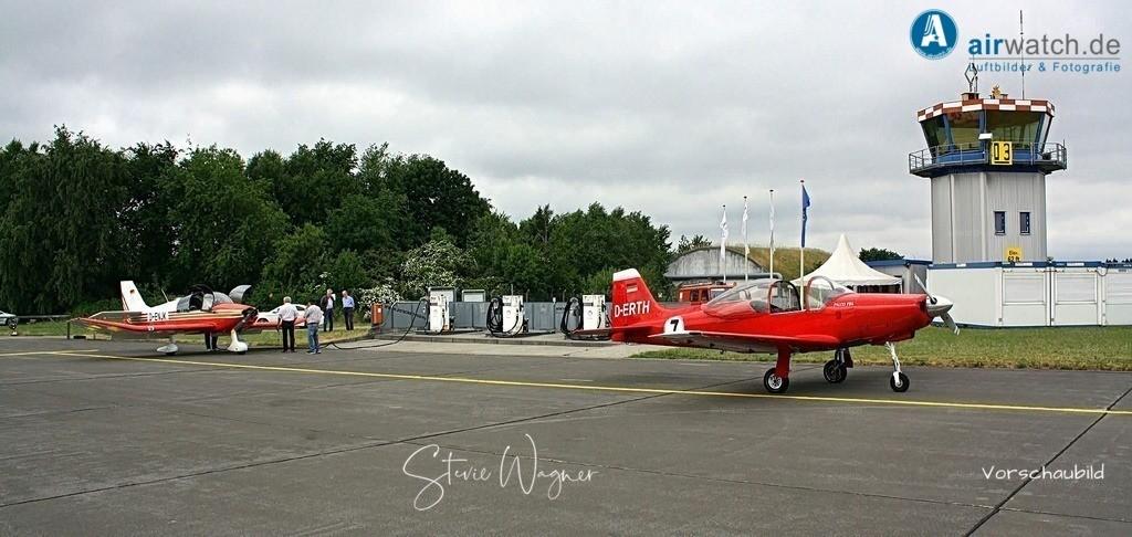 Flughafen Husum, Falco F8L   Flughafen Husum, Falco F8L • max. 4272 x 2848 pix