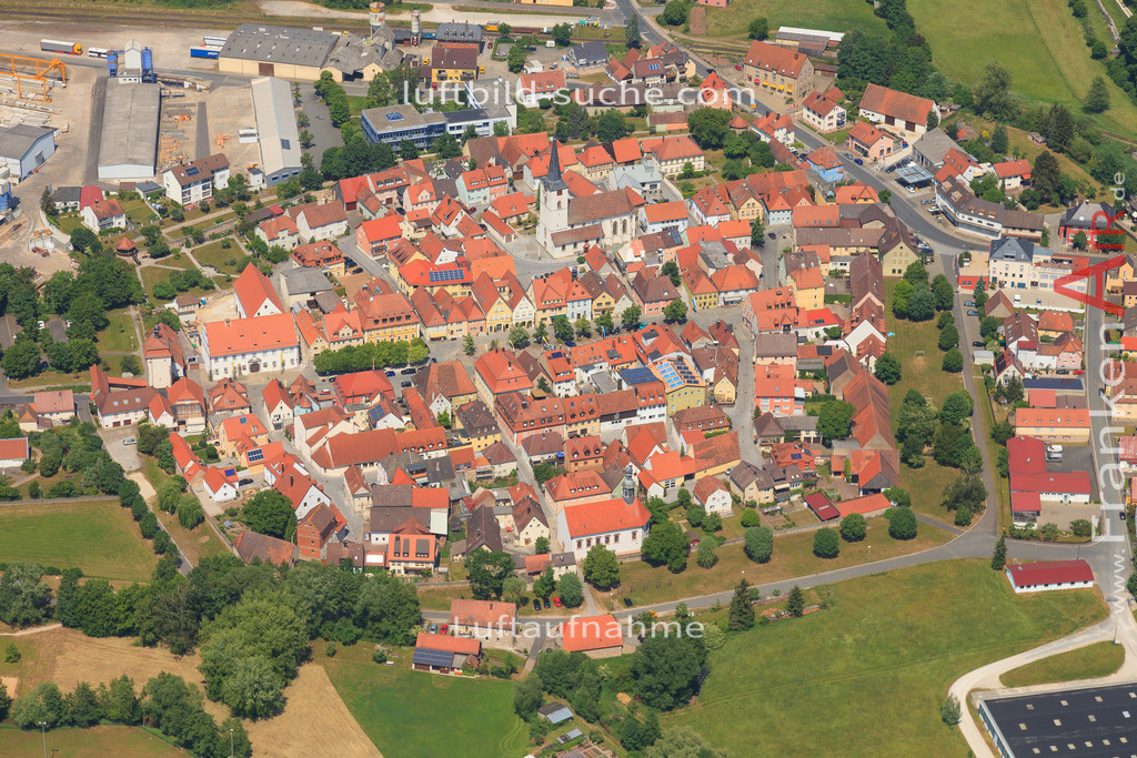 luftbild-schluesselfeld-2015-4721   Luftbild von  Schluesselfeld - Luftaufnahme wurde 2015 von https://frankenair.de mittels Flugzeug (keine Drohne) erstellt - die Geschenkidee