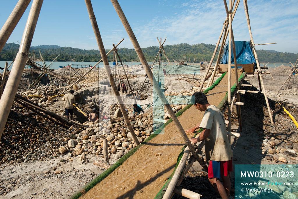 MW0310-0223 | Myanmar | Kachin State | Reportage: Schiffsreise von Bhamo nach Mandalay auf dem Ayeyarwady | Goldsuchercamp am Ayeyarwady  ** Feindaten bitte anfragen bei Mario Weigt Photography, info@asia-stories.com **