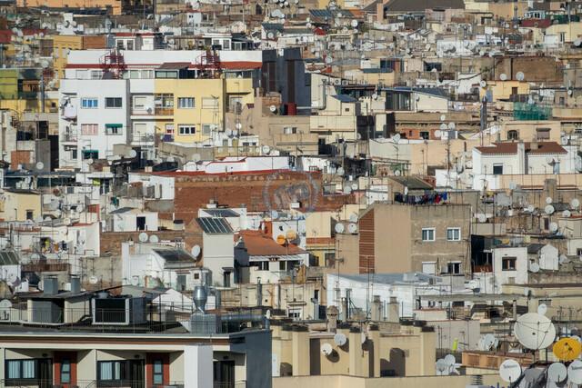 Barcelona Innenstadt Dachlandschaft mit Satellitenschüsseln   ESP, Spanien, Barcelona, 18.12.2018, Dachlandschaft mit Satellitenschüsseln [2018 Jahr Christoph Hermann]