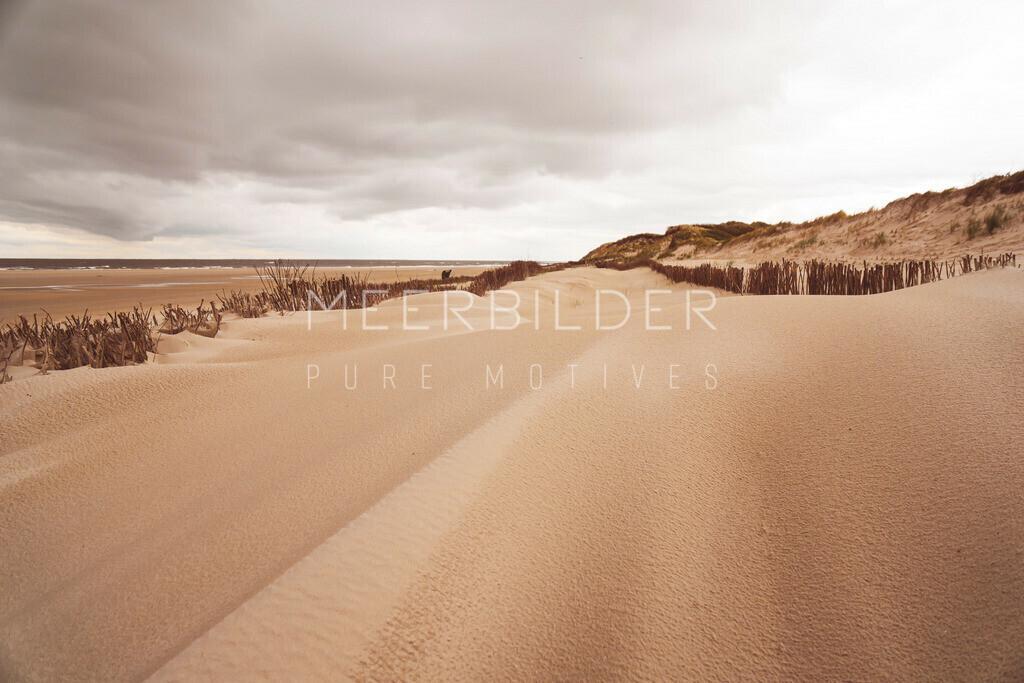 Nordsee Bilder VI | Meerbilder Nordsee: Sand und Dünen so fein wie Rouge als Wandbild auf Alu Dibond, Leinwand oder Acrylglas.