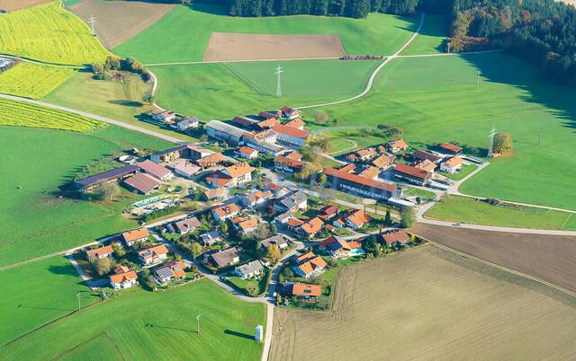 luftbild-nussdorf-chiemgau-bruno-kapeller-78 | Luftaufnahme von Nußdorf im Chiemgau, Herbst 2019. Das Dorf befindet sich ca.5 km vom Chiemsee entfernt, Landkreis Traunstein.