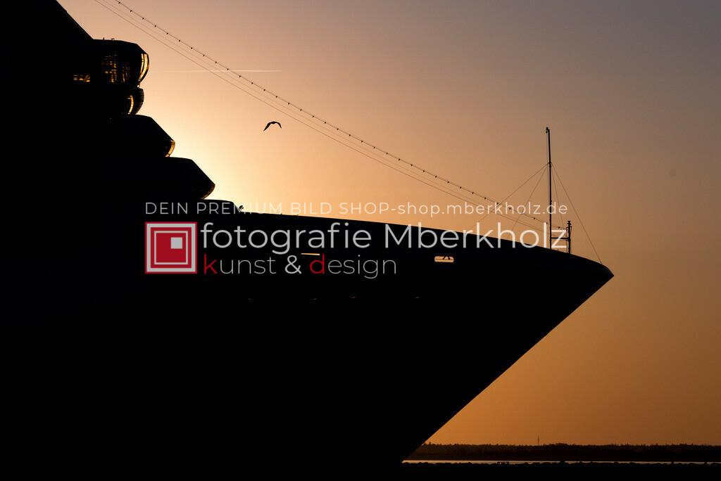 @_Marko_Berkholz_mberkholz_Schiffe_Boote_MBE5703 | Die Bildergalerie Schiffe & Boote des Warnemünder Fotografen Marko Berkholz zeigt Stimmungen und unzählige Details und Momente. Die Hafeneinfahrt bei Tag, in der Nacht und am Morgen, sind oft die außergewöhnliche Kulisse.