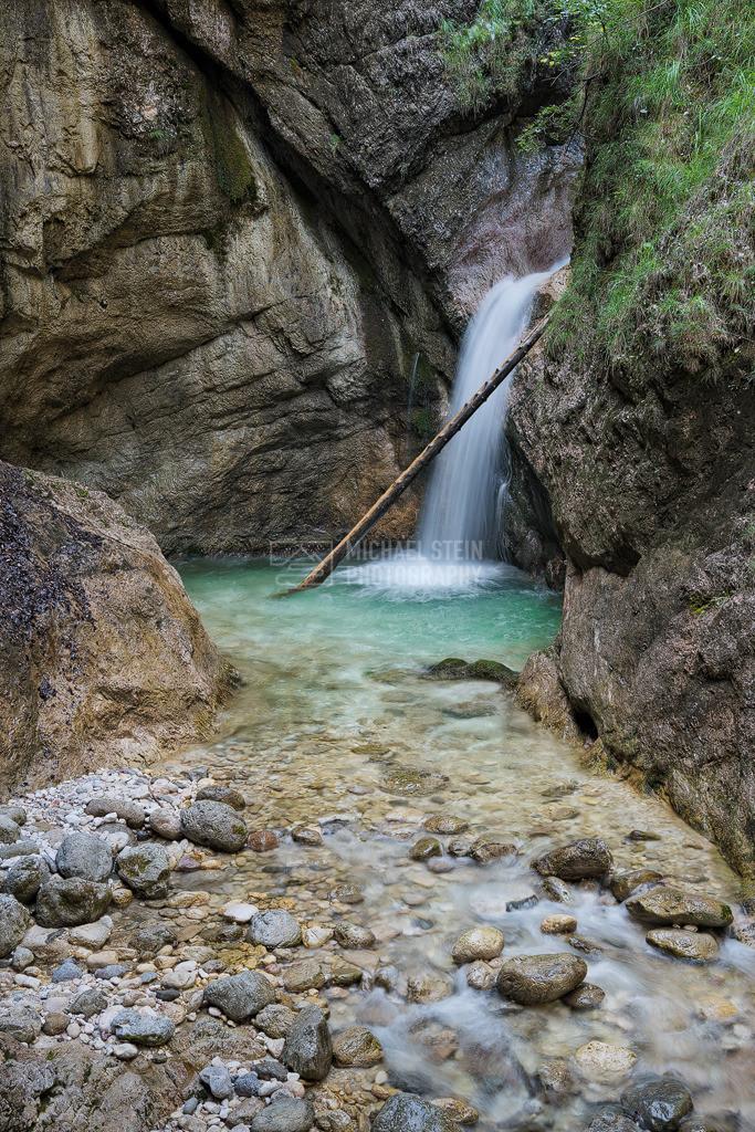 Deutschland - Wasserfall in der Almbachklamm | Wasserfall in der Almbachklamm im Berchtesgadener Land in Deutschland