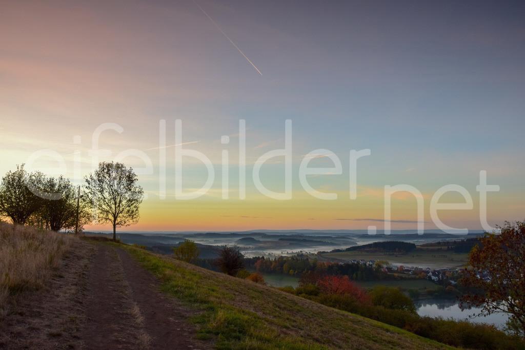 mystische Morgenstimmung    fotografiert in Daun Schalkenmehren, Vulkaneifel