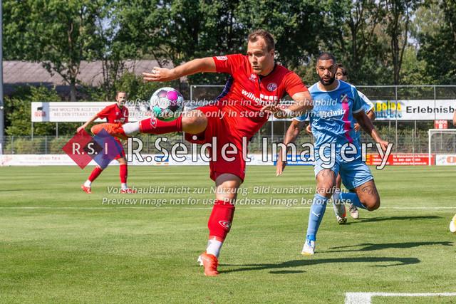 Fußball, Herren, LOTTO-Pokal Halbfinale, FC Eintracht Norderstedt - Altona 93, Edmund-Plambeck-Stadion, 16.08.2020 | Jan Lüneburg (#9, Norderstedt, Mittelstürmer)
