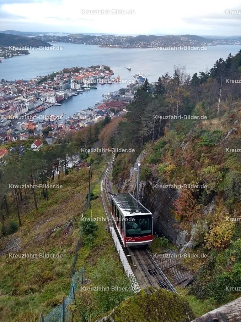 Die Floibanen in Bergen mit Hafen | Die Floibanen in Bergen auf dem Weg zur Bergstation
