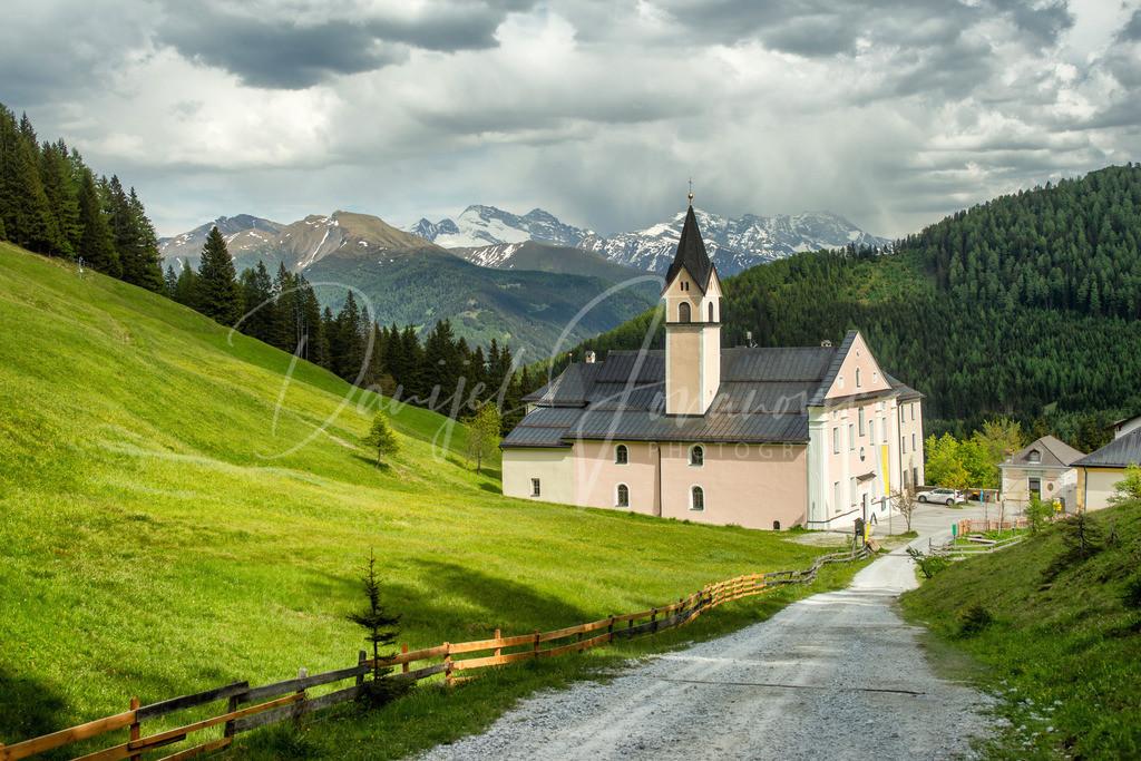 Maria Waldrast | Das Kloster Maria Waldrast an einem gewittrigen Sommertag