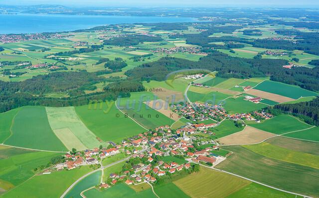 luftbild-nussdorf-chiemgau-bruno-kapeller-07 | Luftaufnahme von Nußdorf im Chiemgau, Sommer 2018. Das Dorf befindet sich ca.5 km vom Chiemsee entfernt, Landkreis Traunstein.