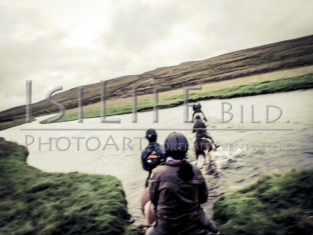 Flussdurchquerung   auf Island