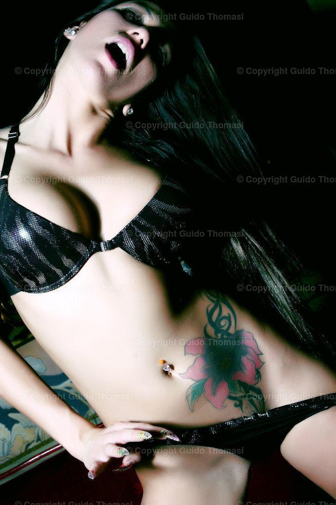 Erotikgalerie   in der Erotikgalerie, sind Bilder die ich über Jahre gemacht habe. Im Stil der Hochglanzfotografie. Einige Fotos sind für das Penthouse Magazin geshootet worden. Schöne Erotikposter oder Aktposter in Color oder Schwarzweis. Die beste Größe finde ich ist in 40x60 und 60x90
