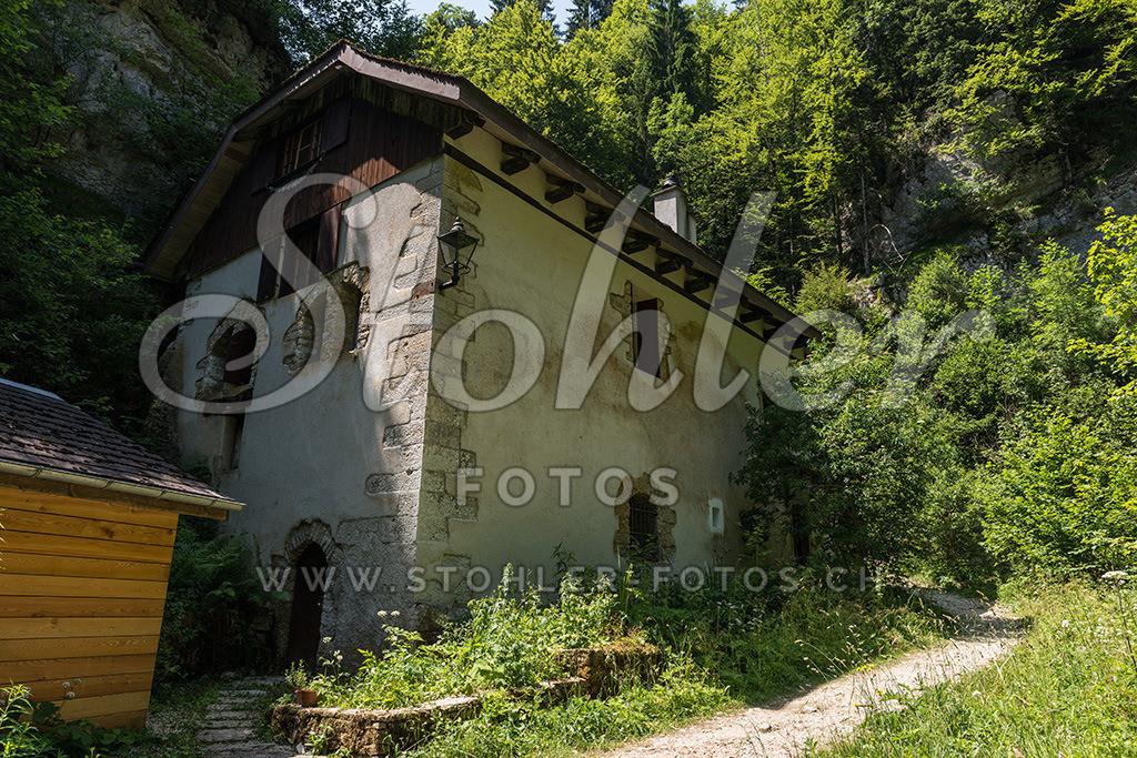 Alte Mühle, Saint-Brais (JU)   Ehemalige Mühle gleich unterhalb des Etang de Bollement in der Combe Tabeillon, Saint-Brais im Kanton Jura.