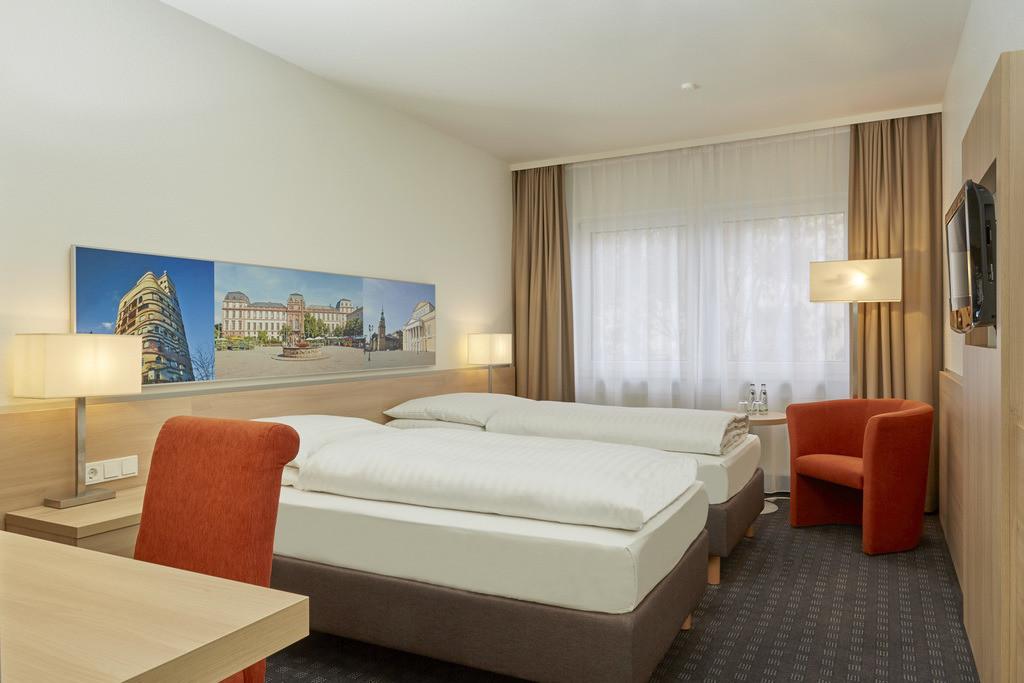 zimmer-standard-twin-01-hplus-hotel-darmstadt