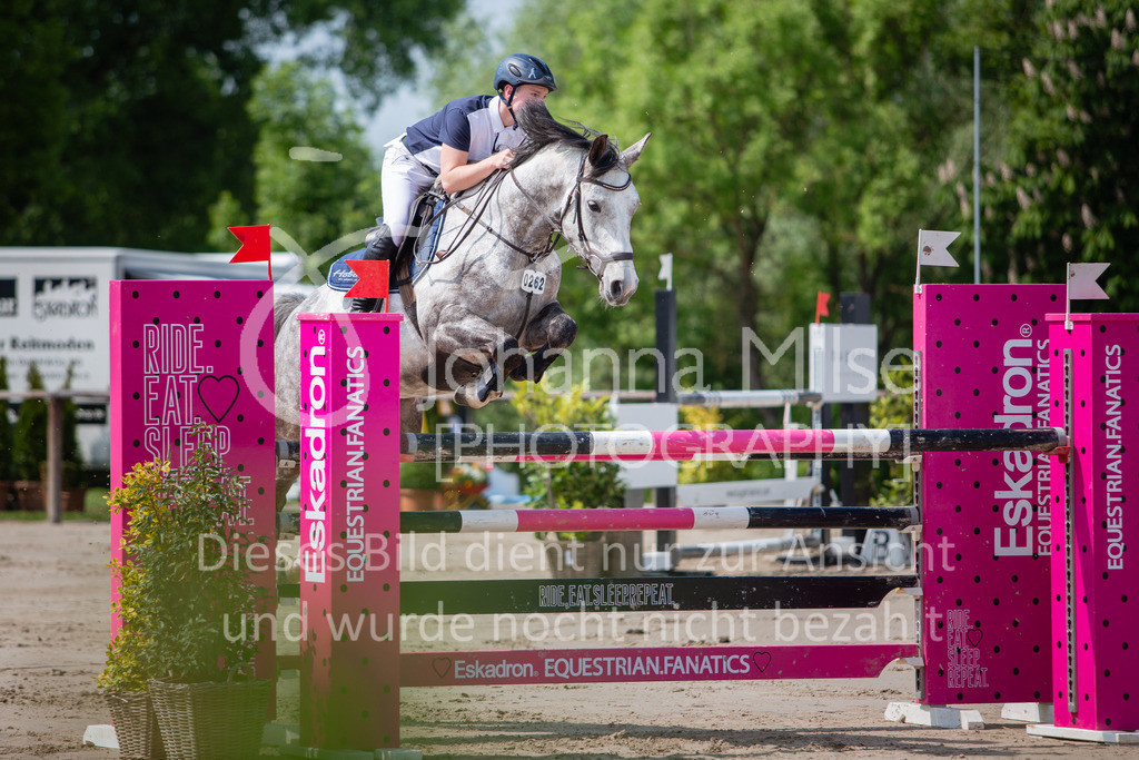 190524_LüPfSpTa_M-Spr_U25-318 | Pferdesporttage Herford 2019 Springprüfung Kl. M* U25