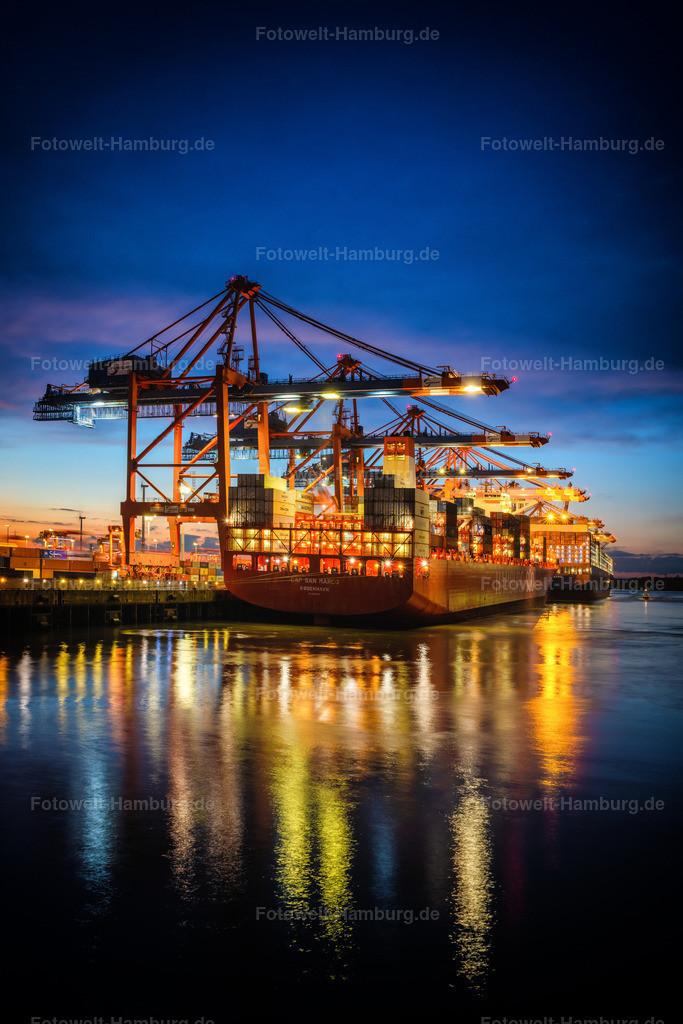 10210103 - Harbour Nights | Nächtliche Lichtstimmung im Waltershofer Hafen mit Blick auf das Eurogate Terminal.