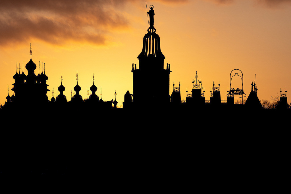 Silhouette Glockenpalast am Morgen
