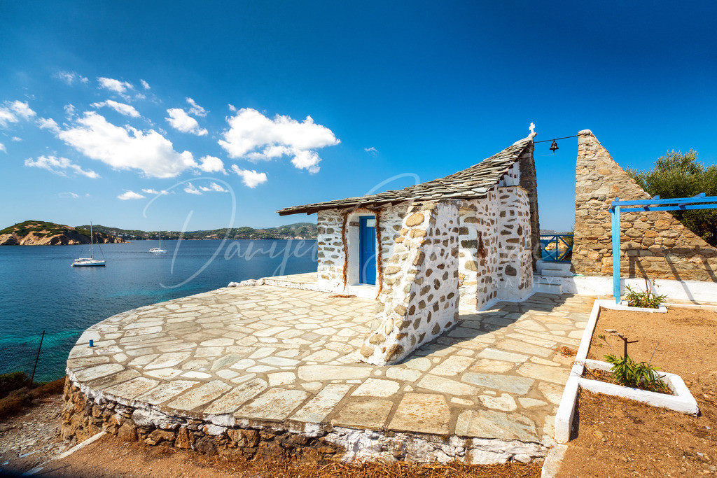 Ekklisia Agios Floros | Die wunderschöne Kirche Agios Floros auf der Insel Tsougrias vor Skiathos