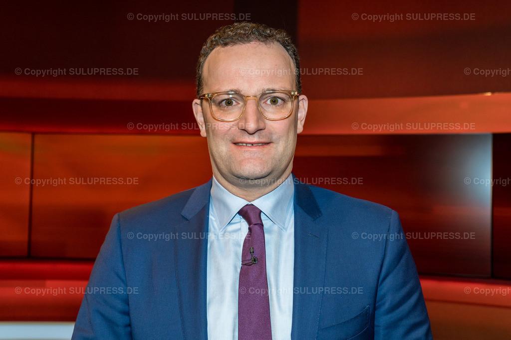 Jens Spahn - Portrait bei Hart aber fair in Berlin   01.04.2019, Jens Spahn, CDU, Bundesminister für Gesundheit im Fernsehstudio bei Hart aber fair im Studio Adlershof in Berlin. Portrait des Politikers.
