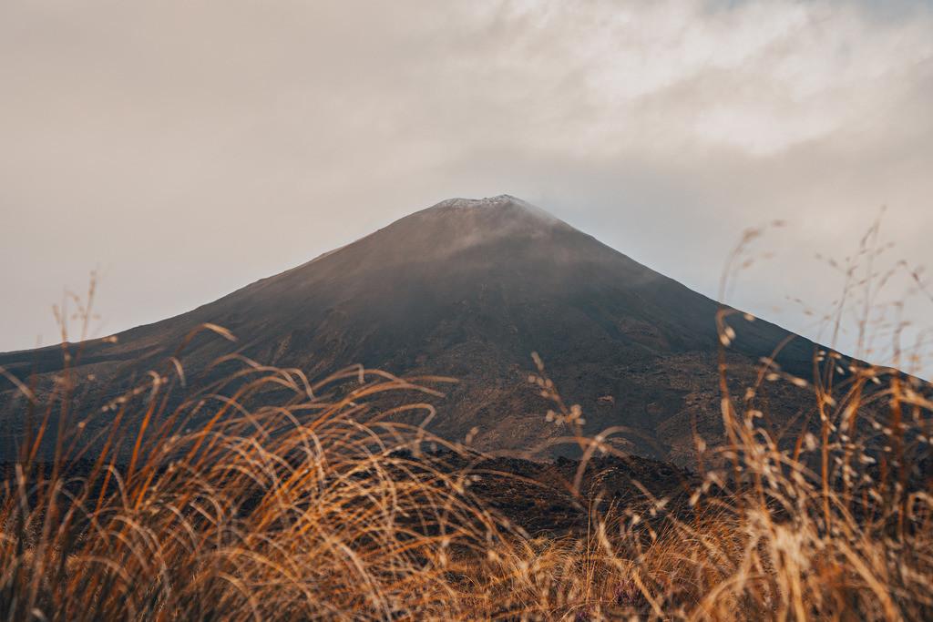 Blick auf den Vulkankegel im Tongariro Nationalpark    Blick auf den Vulkankegel im Tongariro Nationalpark