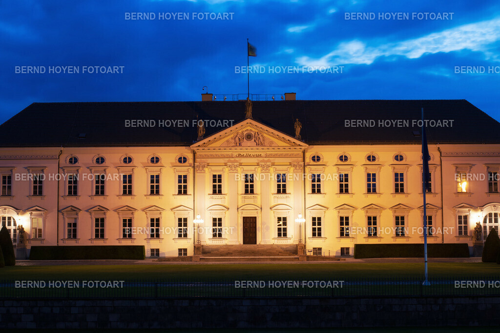 the federal palace | Foto des Schlosses Bellevue in Berlin, Deutschland. | Photo of the Bellevue Palace in Berlin, Germany.