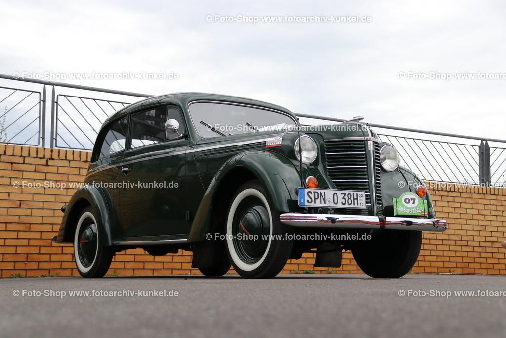 Opel Olympia (OL 38) Limousine 2 Türen, 1938-40   Opel Olympia (OL 38) Limousine 2 Türen, dunkelgrün, Bauzeit 1938-1940, Hersteller: Opel, Deutschland; technische Daten: 4-Zylinder-Reihenmotor, Hubraum 1488 cm³, Leistung 37 PS bei 3500 U/min, Hinterradantrieb, 4 Gänge, Vmax 112 km/h, Preis der Limousine mit 2 Türen damals: RM 2675,-