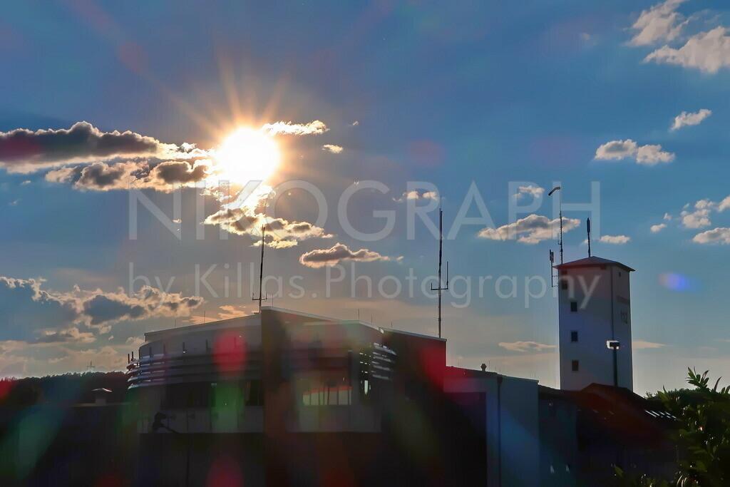 Feuer- und Rettungswache in Iserlohn | Die Feuer- und Rettungswache in Iserlohn im Sonnenschein. Im Vordergrund die Leitstelle und dahinter der Schlauchturm.