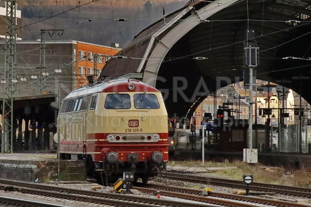 BR 218 105 - 5 mit TEE Lackierung am Hagener Hauptbahnhof | Die Diesellok BR218 am Hagener Hauptbahnhof.   Die BR 218 105 - 5 mit der außergewöhnlichen rot/beige